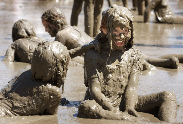 THE UNEXPECTED BENEFITS OF ALLOWING YOUR CHILDREN TO PLAY IN THE DIRT